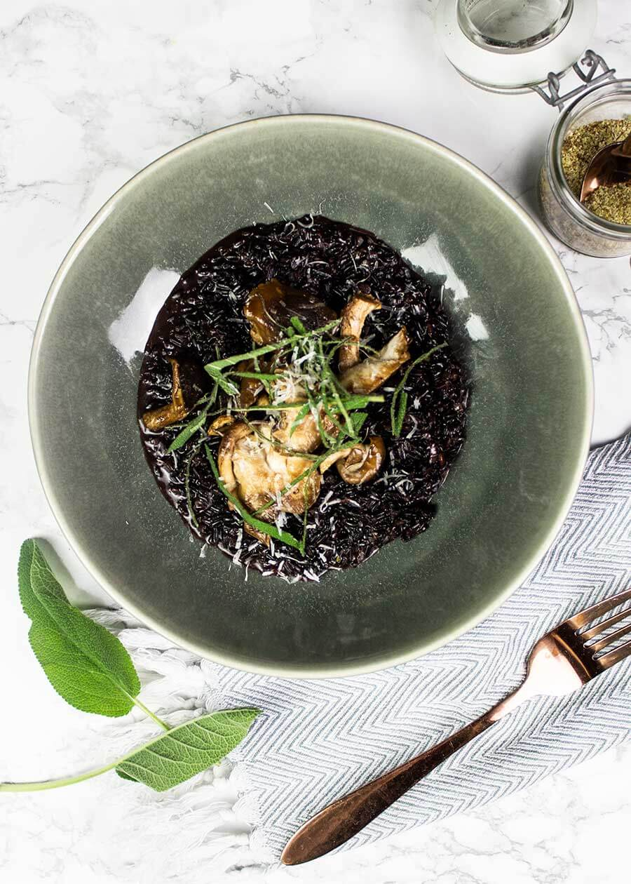 Creamy vegan risotto with black rice