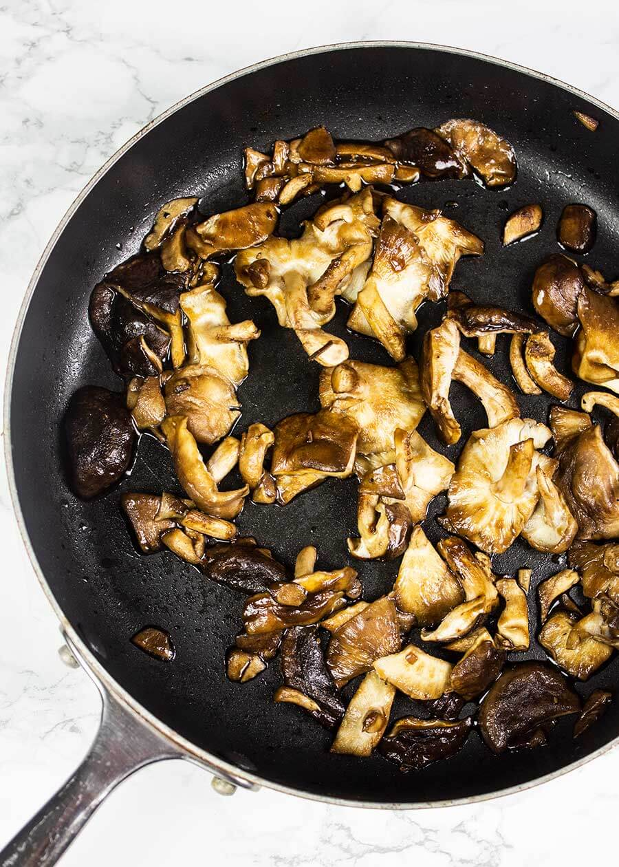 Shiitake mushrooms for black rice risotto