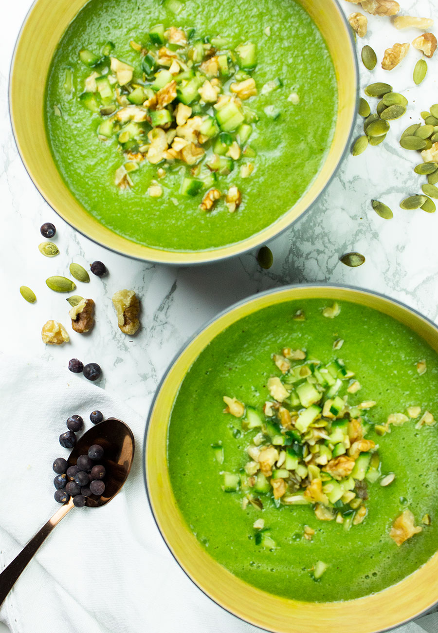 Chilled cucumber soup (raw + vegan)