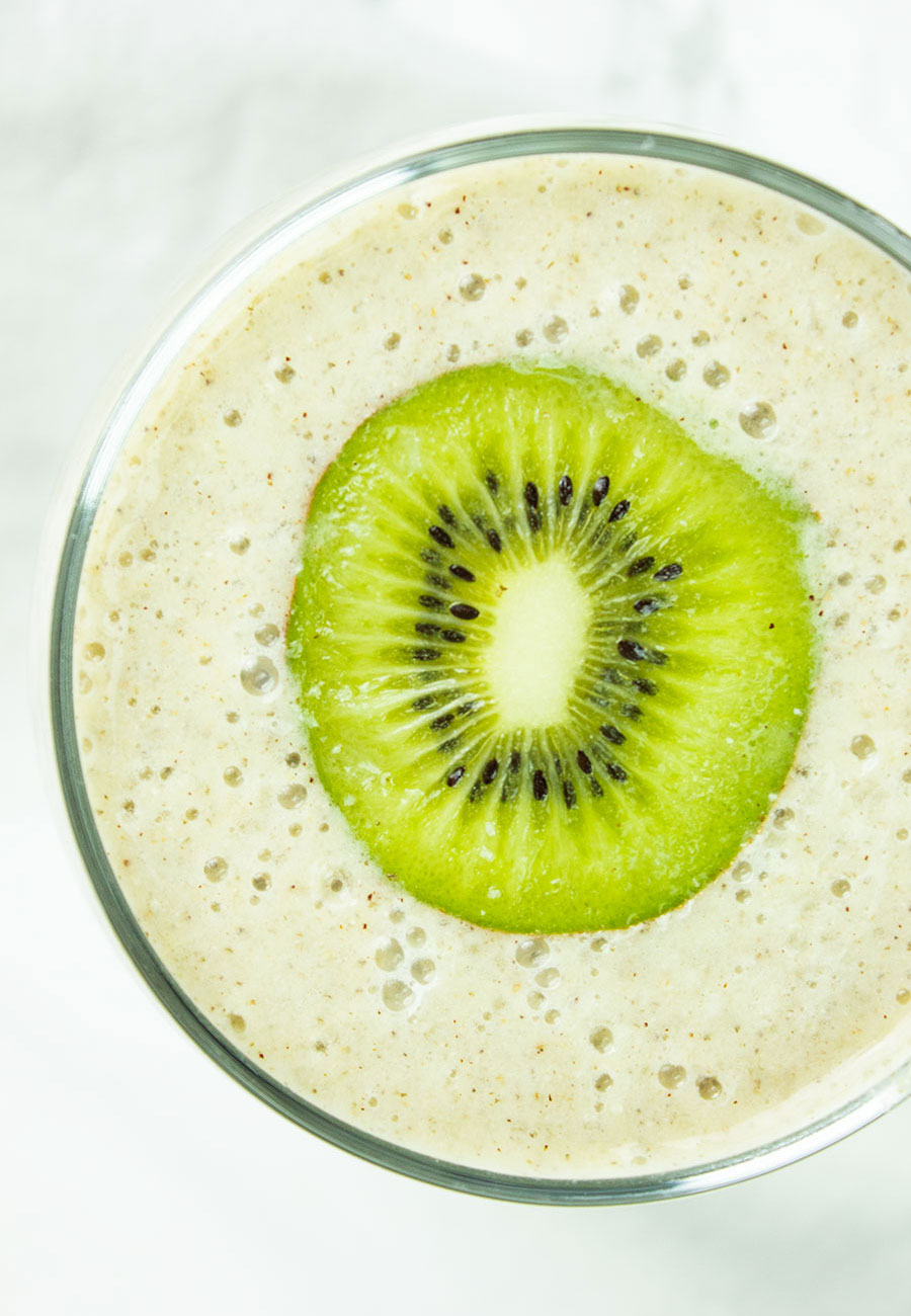 Alkaline kiwi banana ginger smoothie