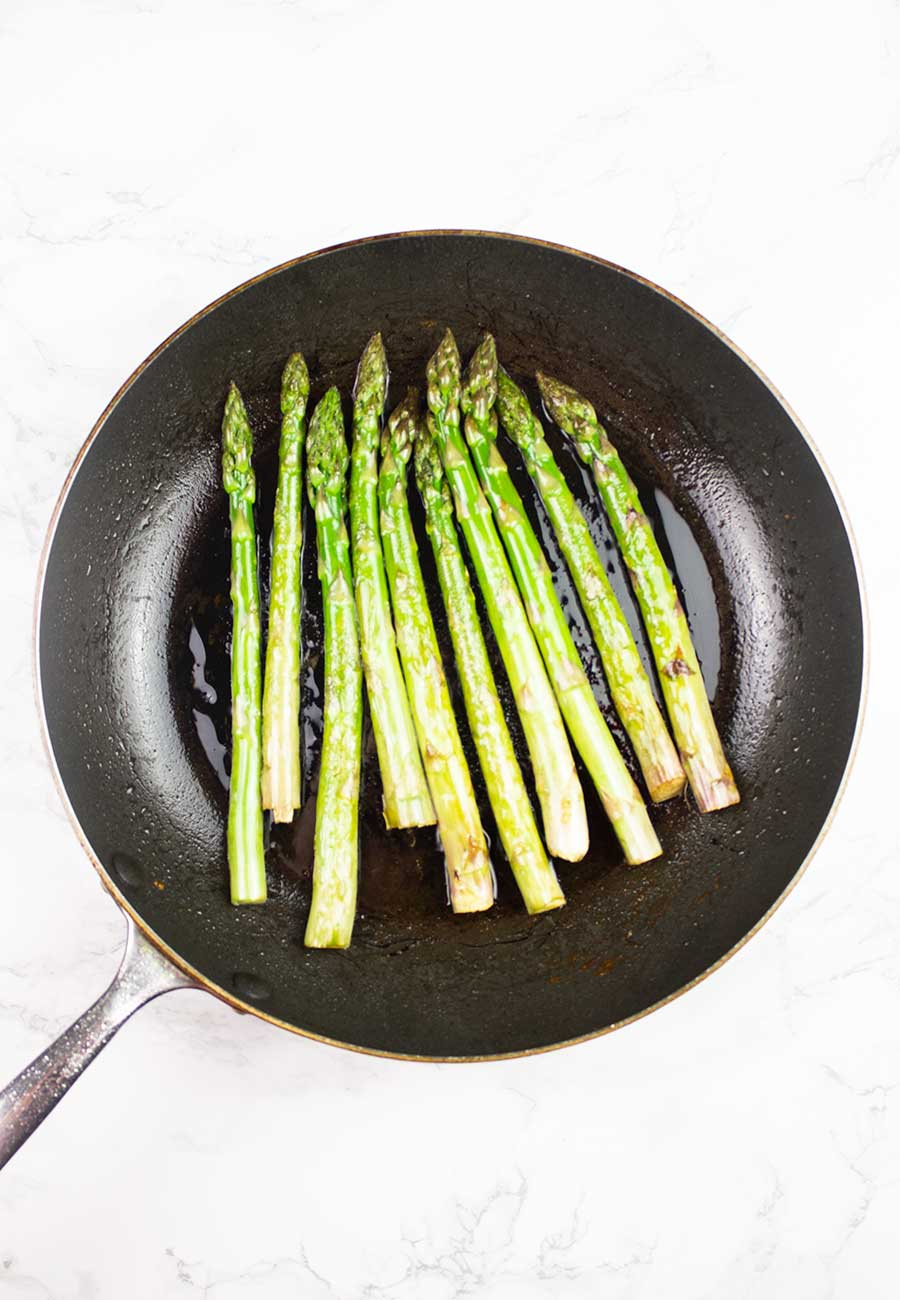 Frying asparagus