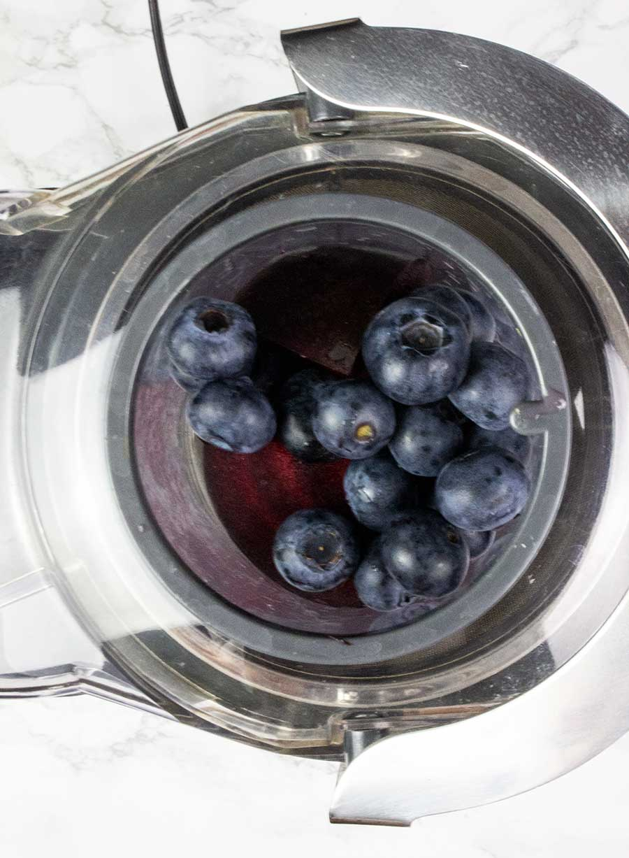 Juicing beetroot and blueberries