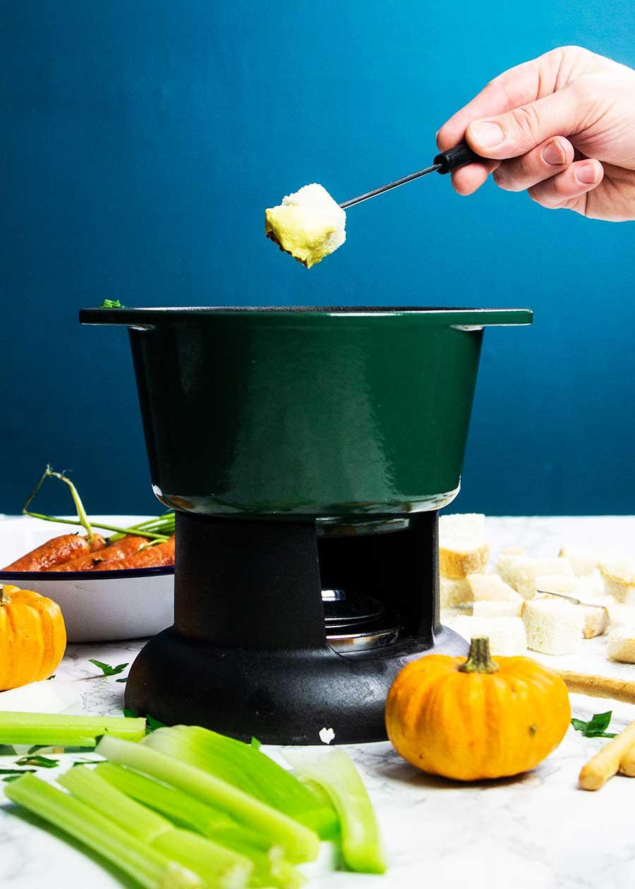 Easy vegan fondue with pumpkin